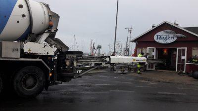 Faaborg-Havn-røgeri-renovering-by-fisk-røget-turist-harbor-water-gulv-højvande-stormflod-centrum-beton-håndværker-murer-klinker-attraktion-cafe