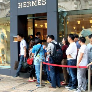 chinese-tourists-hermes-store-china-elite-focus
