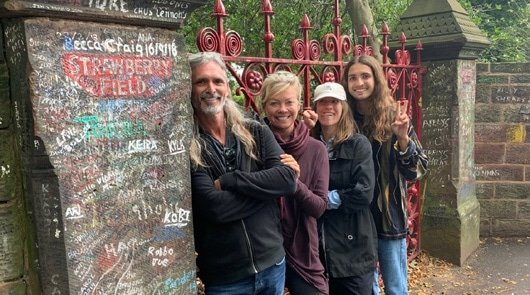 Beatles tour Liverpool - Outside Strawberry Fields