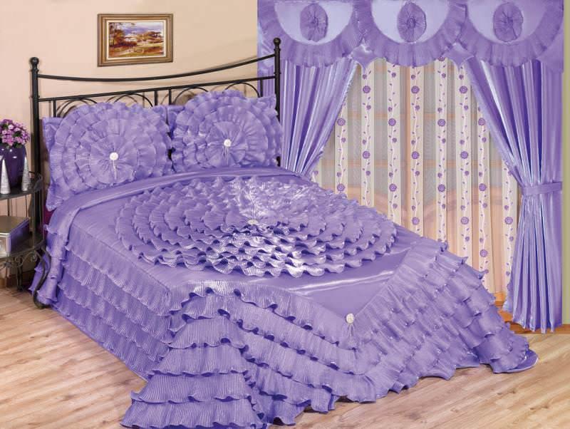 rideaux et couvre lit pour la chambre
