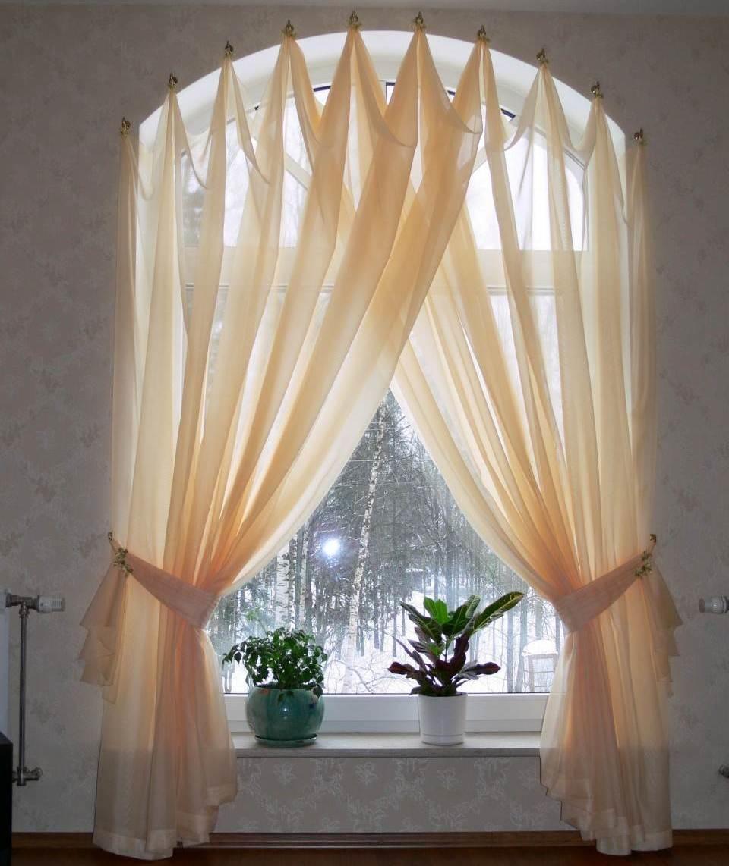 rideaux elegants sur l arc de la