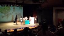 Vanessa Sandre recebendo o Prêmio de Melhor Filme Júri Popular por Nuvem.
