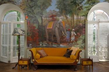 Salon sur le thème orientaliste des papiers peints panoramiques. Colin www.fabiennecolin.com