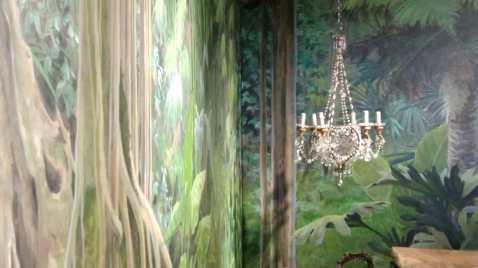 Détail d'un décor sur le thème d'une folle végétation.