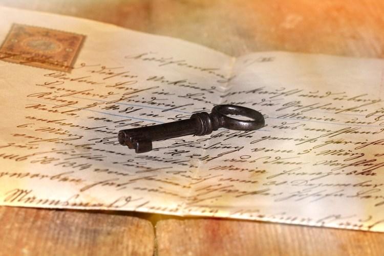https://pixabay.com/en/letters-stationery-old-handwriting-637182/