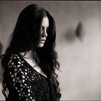 Portrait femme ellestudio photo studio Neuchâtel photographe professionnel fabien queloz offres spéciales réductions cadeaux bons promos rabais st-valentin fêtes discount
