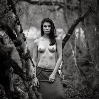 outdoor art nude photography by Fabien Queloz