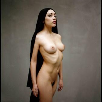 femme nue voile islam critique liberté