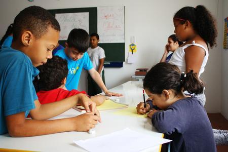 Crianças estudam na Gaia+