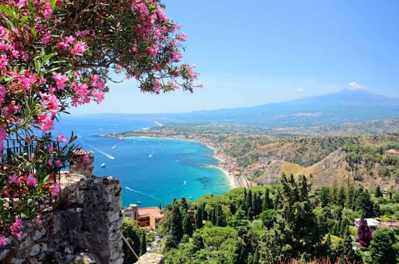 Sob o sol de Taormina