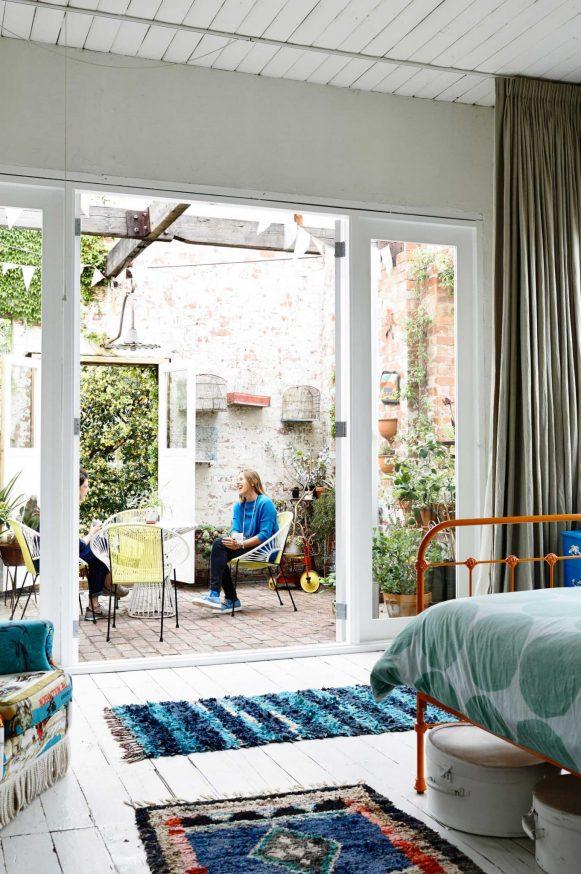 courtyard-bedroom-saskia-folk-mar15-20150323143310-q75,dx1920y-u1r1g0