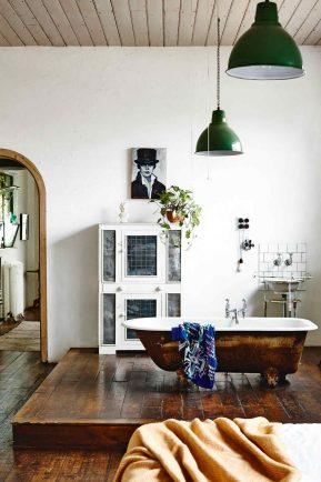 factory-conversion-timber-floors-rustic-bathroom-raised-bath-tub-saskia-folk-home-mar15-20150605105108-q75,dx1920y-u1r1g0