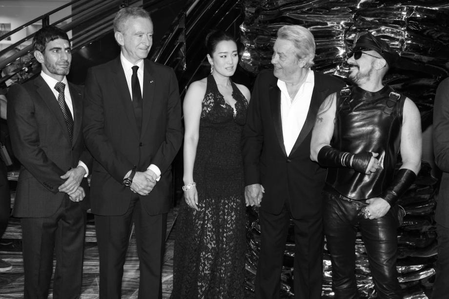 Peter Marino com Marc Jacobs, Bernard Arnault, Gong Li e Alain Delon na inauguração da Maison Louis Vuitton em Shanghai em 2012