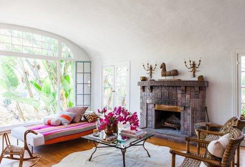 sala de estar com detalhes de cor