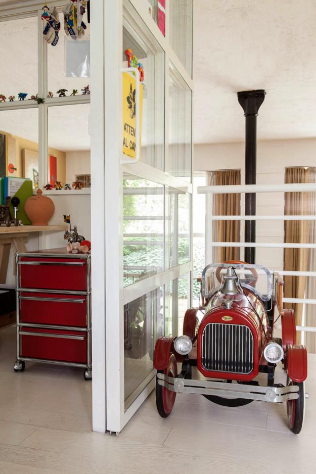 Casal compartilha trabalho e lazer nesta casa em Milão