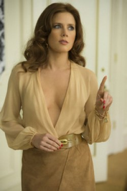 Amy Adams plays Lois Lane