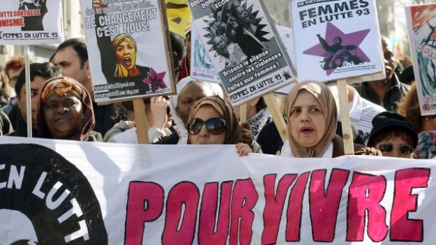 Protests about the hijab in Paris