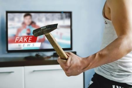 Break the Fake News - dreamstime_106525431