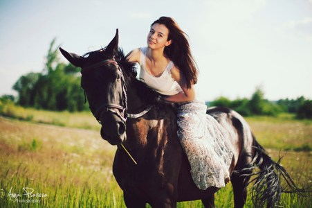Woman on Horse. Flickr - Anna Psareva.