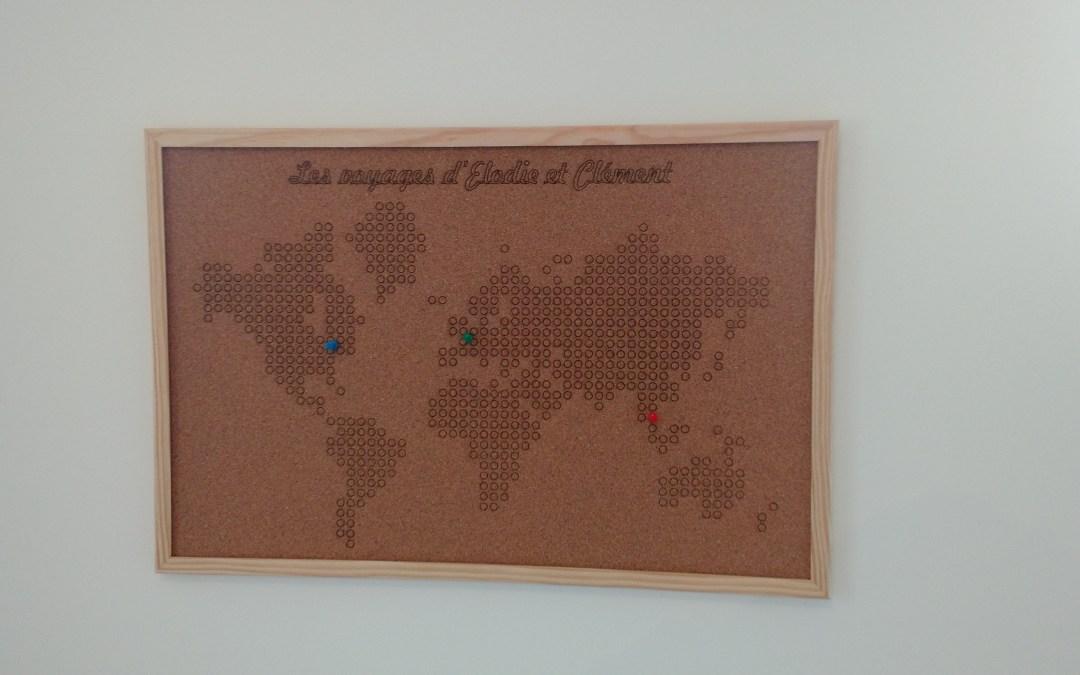 La carte du monde sur du liège