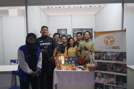Foto bersama para Volunteer FabLab Bandung