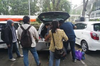 Proses packing ke dalam mobil