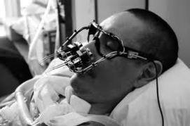 Eyewriter. Un grupo desarrolló unas gafas con las cuales, personas que están paralizadas tengan la posibilidad de volver a comunicarse. Fabricaron la tecnología tan barata que también es accesible para personas de escasos recursos. www.eyewriter.org