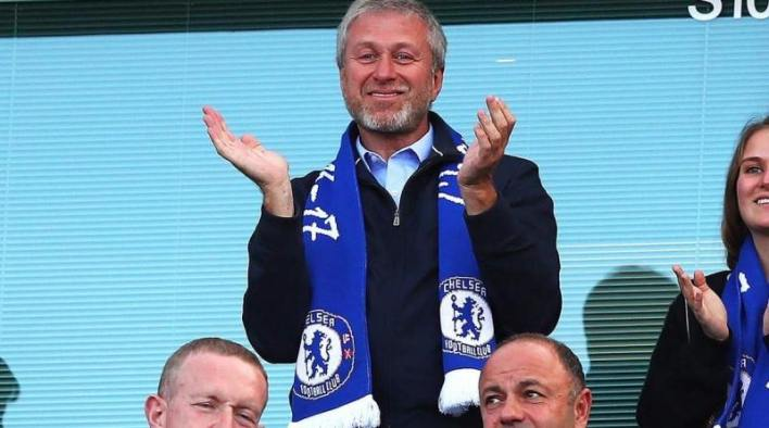 Chelsea to make £130m bid after Roman Abramovich approval