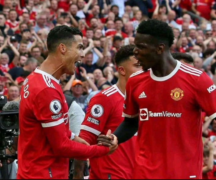 """""""He Should Just Leave"""" Man-United Fans Unhappy As Club Pushes To Extend Contract With Midfielder"""