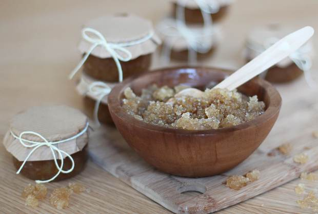 honey-and-almond-homemade-sugar-scrub-5
