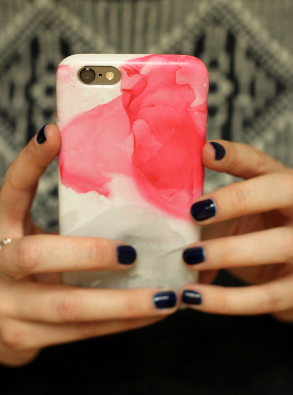 nail-varnish-marbled-phone-case-diy-02