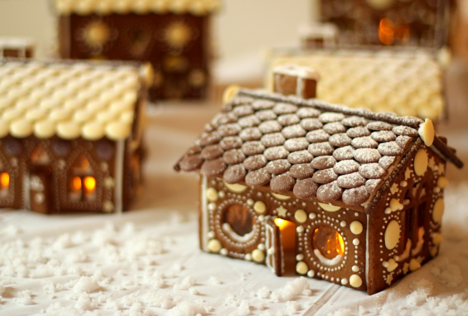 gingerbread-house-village-recipe-guide-22