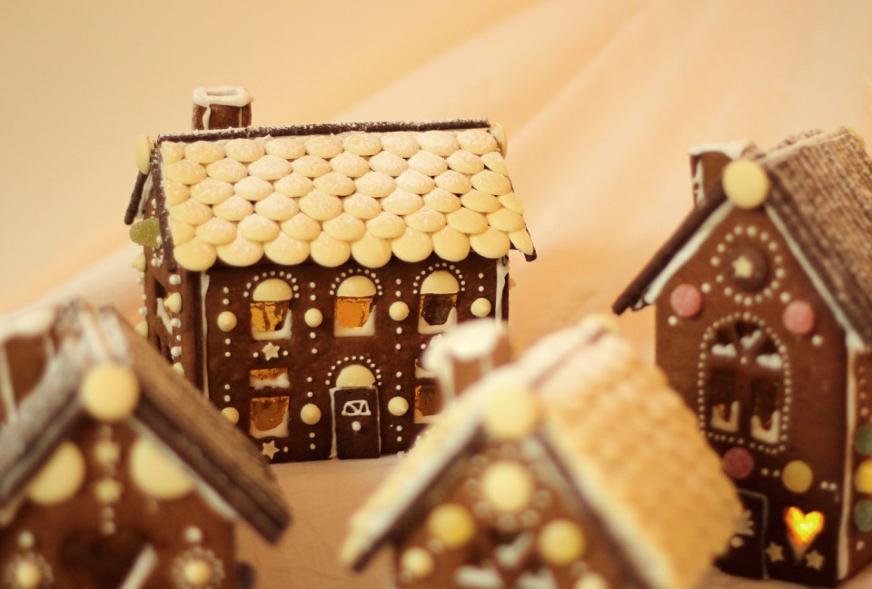 gingerbread-house-village-recipe-guide-25