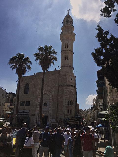 Piațeta la intrarea în Old city of Betlehem, biserică musulmană
