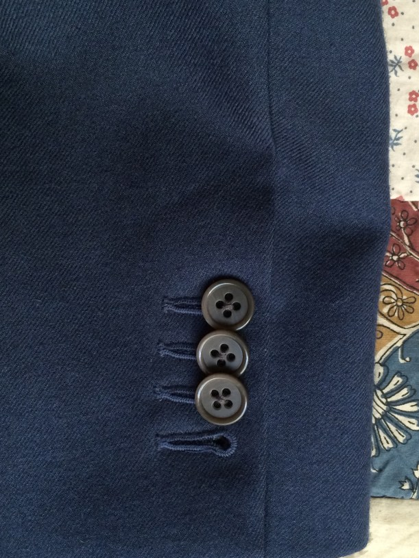 Machine buttonholes