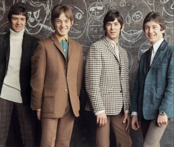Small faces - gamine dressing