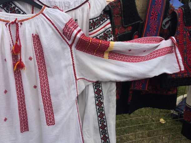Romanian blouse with shoulder piece and gusset