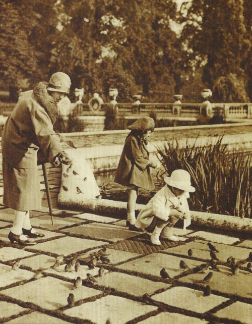 Family in Hyde Park 1920s