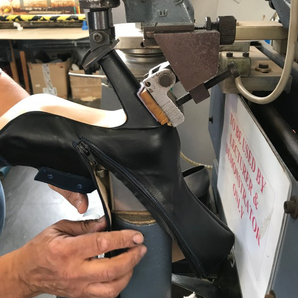 Machine that puts nails in heels