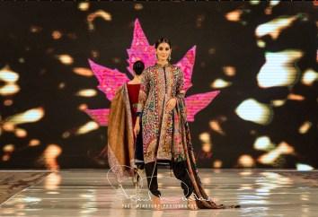 Sonia Mahajan Catwalk Show At Pakistan Fashion Week London 2017 (9)