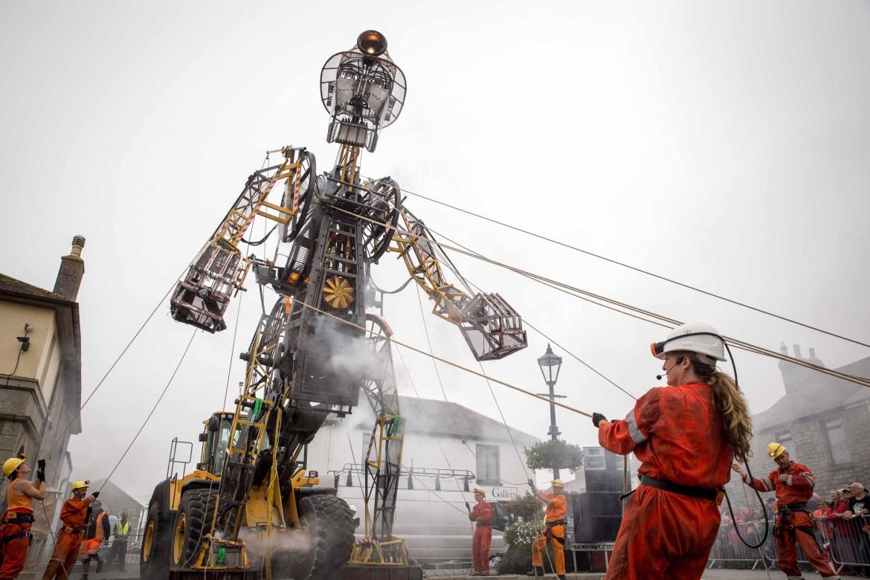 UK's largest mechanical puppet
