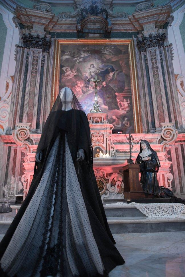 Mostra alta moda michele miglionico dal titolo madonne lucane. vestiti che profumano d'incenso. ph enzo dell'atti