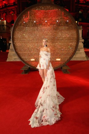 Poppy delevinge attends the british fashion awards 2017 in partnership with swarovski (darren gerrish, british fashion council)
