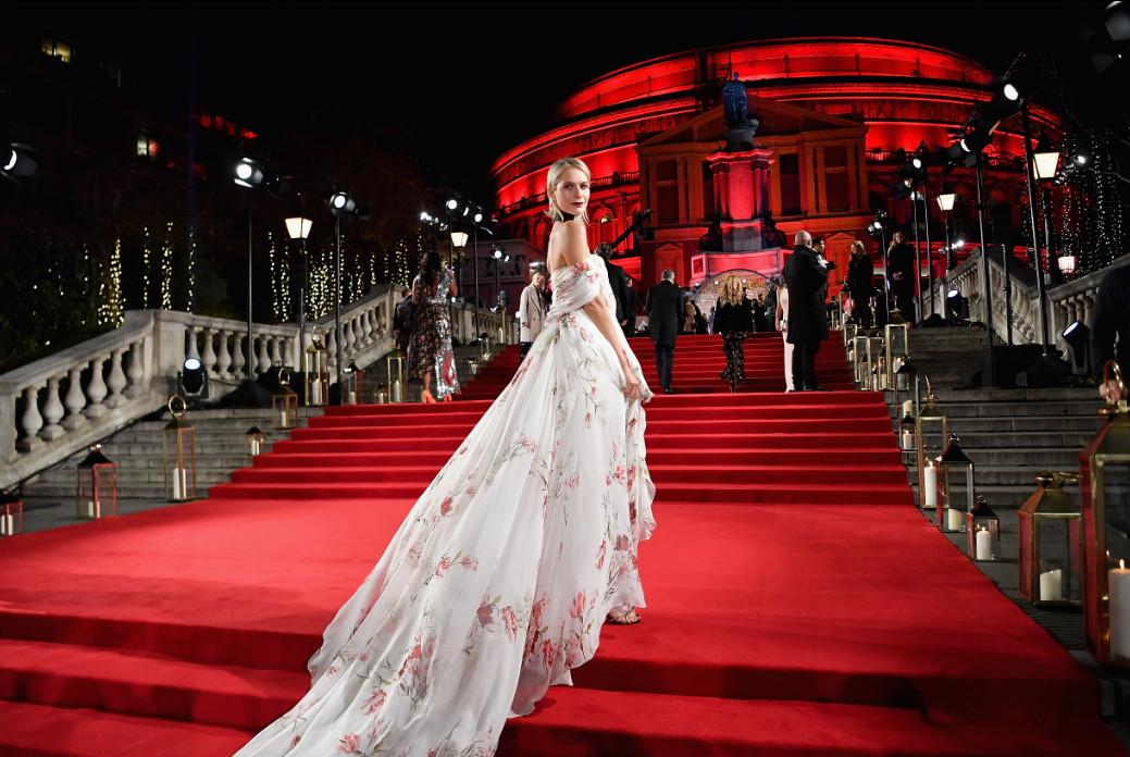 Poppy delevinge attends the british fashion awards 2017 in partnership with swarovski (british fashion council)