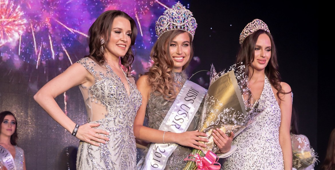 Miss ussr uk 2019 winner anhelina chobanyan (middle) next to runners up