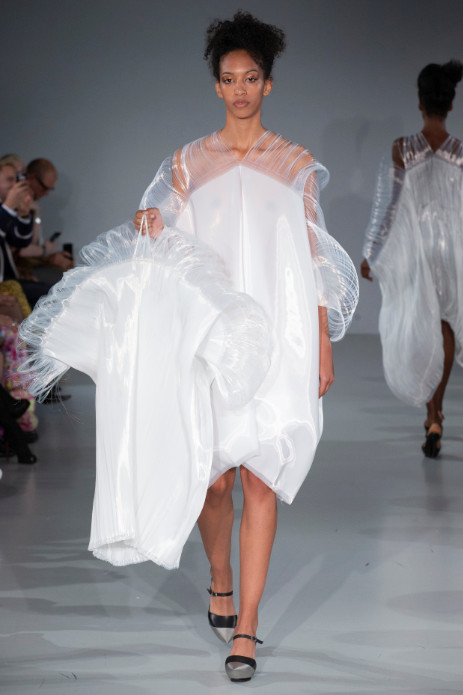 Fashion scout studio adaptive skins ss20 ones to watch catwalk (1)