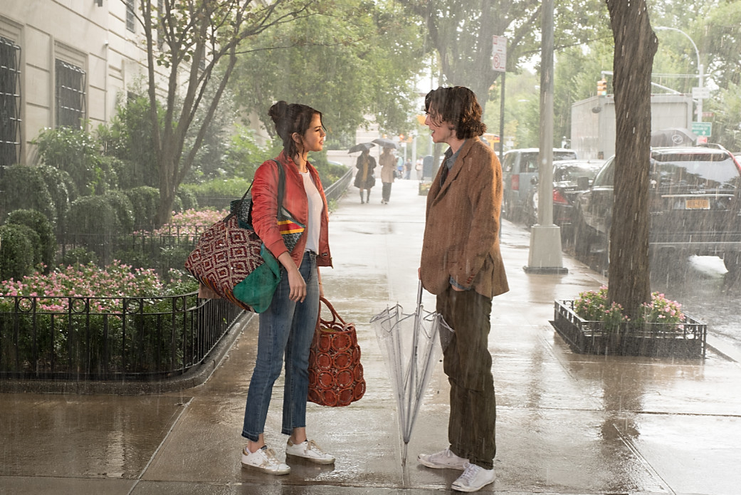 Timothée chalamet and selena gomez in a rainy day in new york