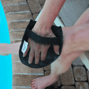 Amazon: Sand-Off Mitt, Multi-Color $11.09 (Reg. $14.99)