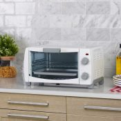 {{GONE}} Walmart: Mainstays 4-Slice Toaster Oven $11 (Reg. $26)