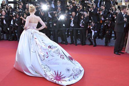 Elle Fanning CANNES: Les Fantomes d'Ismael Premiere, Cannes, France - 17 May 2017. Credit: MichaelTimm/face to face